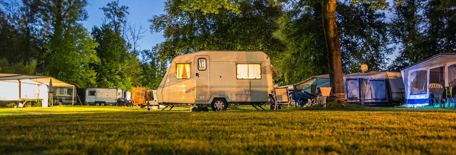 camperen_voortent_caravan